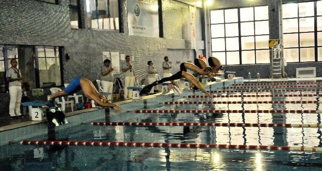 Paletli Yüzme Şampiyonası Start Aldı