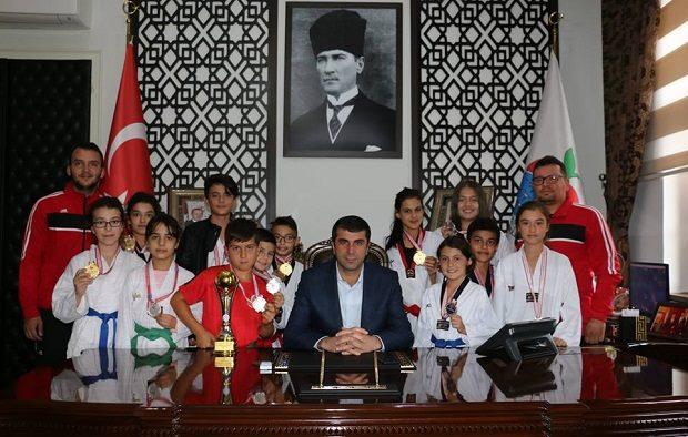 Başkan Arslan, Bayramiçli Şampiyonları Ağırladı