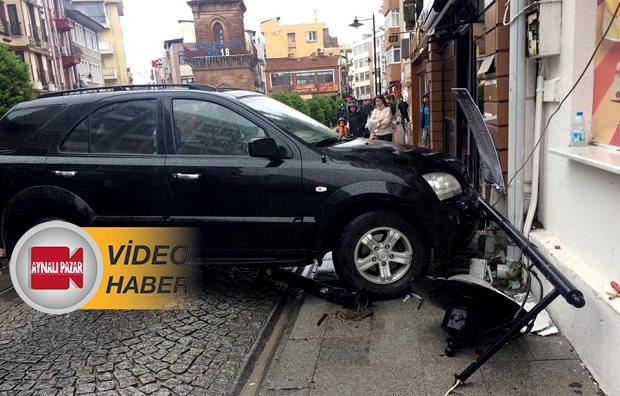 Kontrolü Kaybeden Sürücü Duvara Çarptı