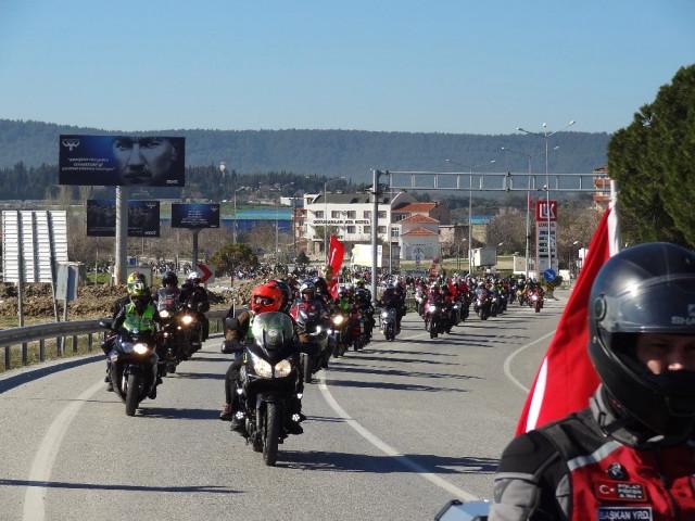 3 Bin Motosikletli Şehitlikleri Ziyaret Etti