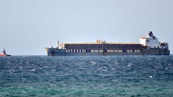 Boğazda Hareketli Anlar.. Yan Yatma Tehlikesi Gemiyi Demirlettirdi