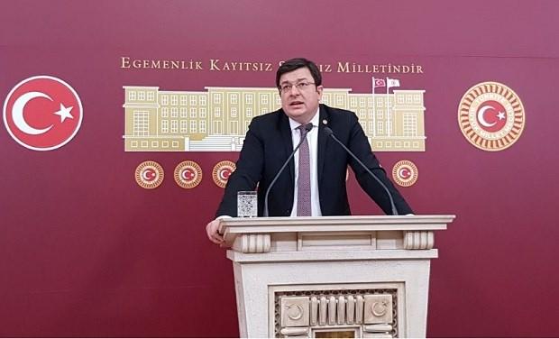 """Erkek; """"Enis Berberoğlu Suçsuzdur"""""""