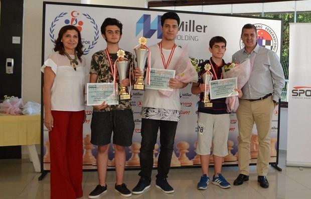 """""""Türkiye Gençler Satranç Şampiyonası"""" Nefesleri Kesti"""
