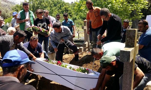 Rum Vatandaşın Cenazesi İki Toplumu Birleştirdi