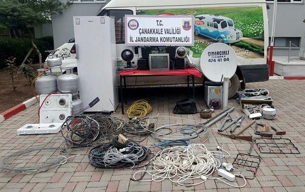 Azılı Hırsızlar Jandarma'ya Yakalandı