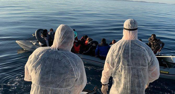Sürüklenen 54 Kaçak Göçmen Kurtarıldı