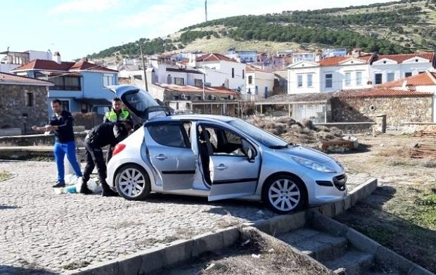Aracını Denize Süren Vatandaşı Polis Kurtardı!