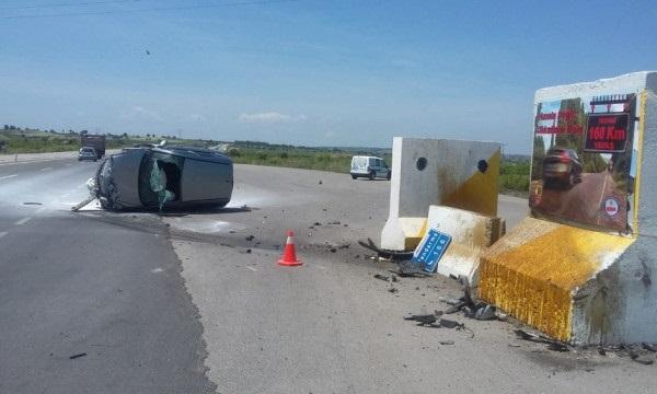 Bariyerlere Çarpan Kadın Sürücü Yaralandı