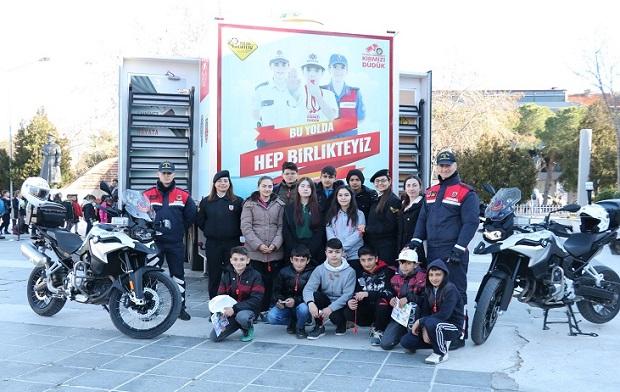 Öğrencilere Mobil Trafik TIR'ında Eğitim