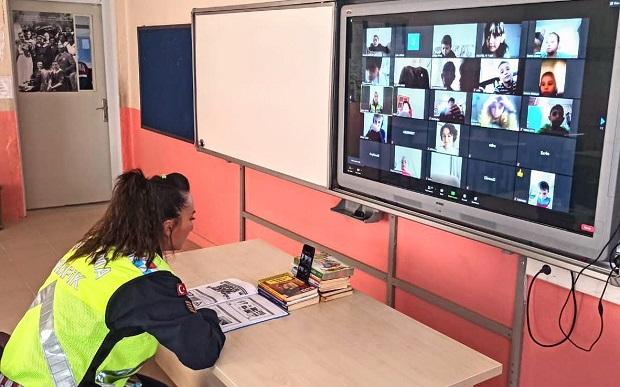 Jandarma'dan Çocuklara Uzaktan Trafik Güvenliği Eğitimi