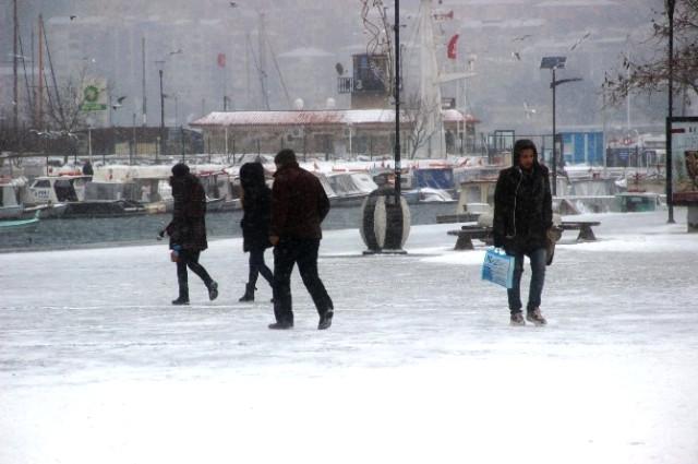 Çanakkale'de 3 İlçede Okullara Kar Tatili