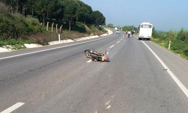 Minibüs Motosikletle Çarpıştı: 1 Yaralı