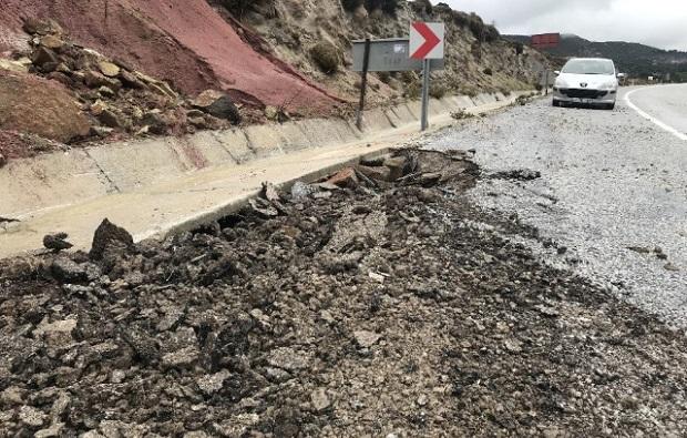 Şiddetli Yağış Yolları Çökertti