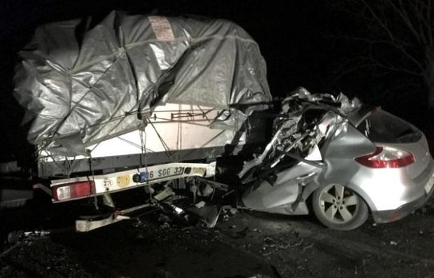 TIR'a Çarpan Sürücü Hayatını Kaybetti