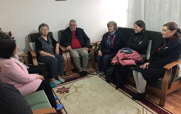 Hale Gökhan Hastaları Evinde Ziyaret Etti