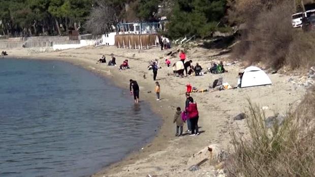 Uyarılara Aldırmadılar.. Plaja Gidip Çadır Kurdular!