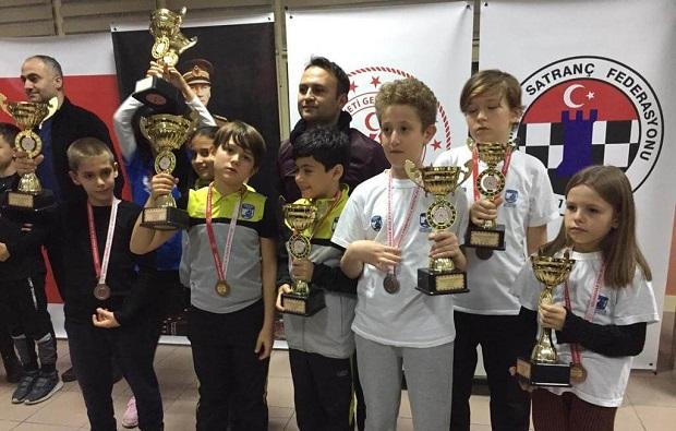 Çanakkale Belediyespor'a 7 Kupa 7 Madalya
