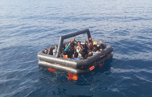 Ayvacık'ta 14 Kaçak Göçmen Kurtarıldı