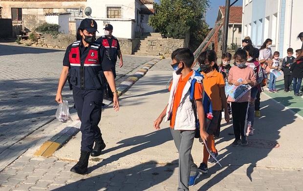 Jandarma Görevde; Okullar ve Çocuklar Güvende!