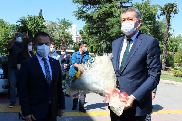 Milli Eğitim Bakanı Ziya Selçuk Çanakkale'de..